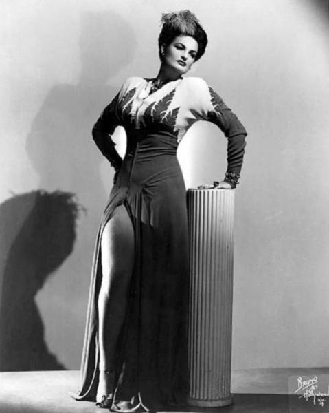 «Королева амазонок»: самая высокая звезда бурлеска Лоис Дефи