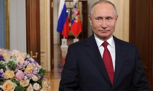 Президент поздравил российских женщин с8марта