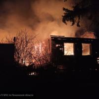 Трое детей и четверо взрослых сгорели в частном доме под Пензой