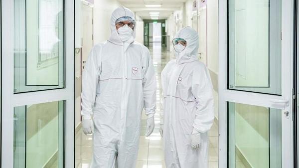 Путин анонсировал федеральную доплату работающим с коронавирусом медикам