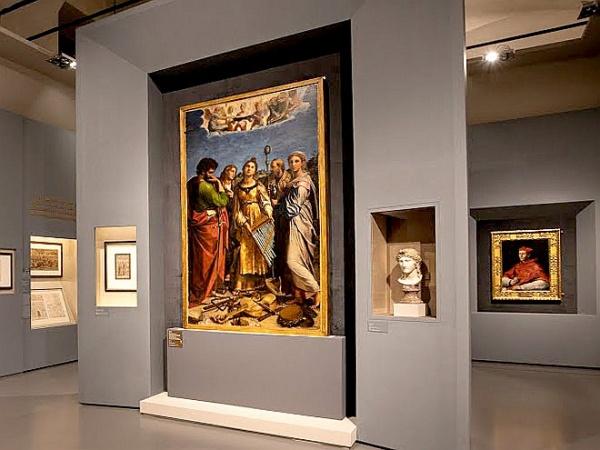 Грандиозную выставку Рафаэля обещают возобновить в Риме