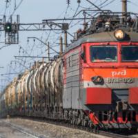 Поезд протаранил трактор на переезде в Томской области
