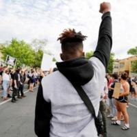 «У нас есть право дать отпор»: спортсмены отреагировали на смерть задержанного полицией афроамериканца
