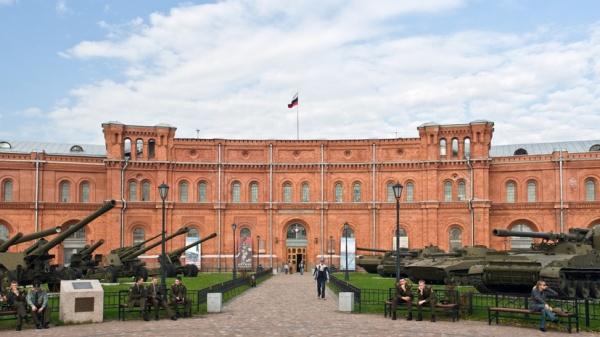Военнослужащие ЗВО передали Музею артиллерии в Петербурге восстановленную боевую технику