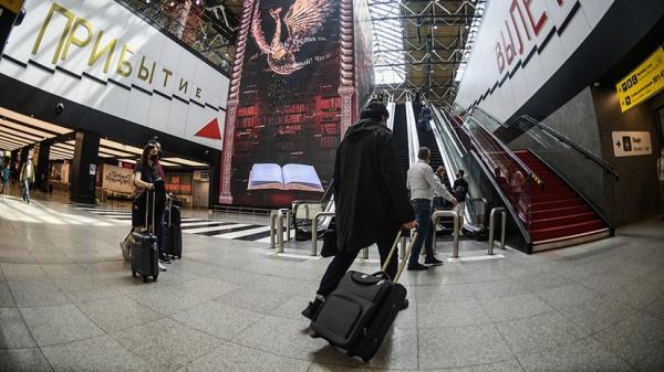 На работу, учёбу и лечение: россиянам вновь разрешили поездки за границу