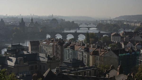 «Неприличный поступок»: что известно о высылке российских дипломатов из Чехии