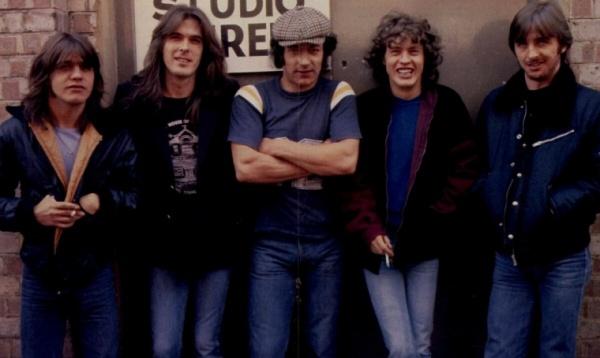 Рок-бэнд AC/DC порадует поклонников пазлами