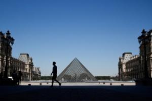 В Лувре прокомментировали возобновление работы