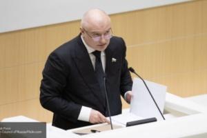 Клишас: конституционные поправки не потребуют переназначения правительства РФ