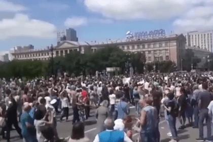 В Хабаровске прошел многотысячный стихийный митинг вподдержку Фургала